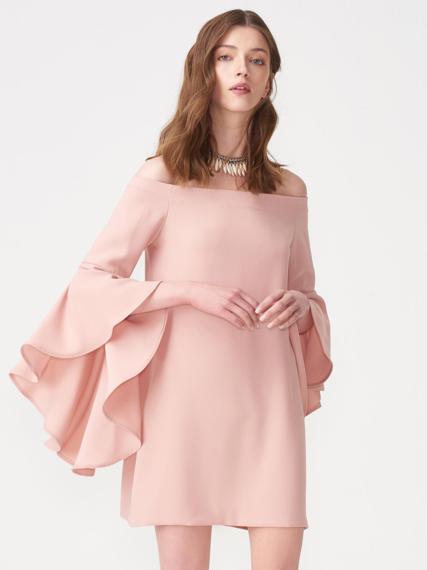 410992e943f64 9665 Düşük Omuz Kolu Volanlı Elbise-Pudra | ELBİSE | DILVIN